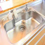 キッチンの排水溝がつまった!自力で解消する3つの簡単な方法とは?